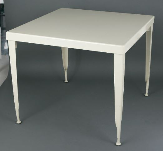 /Standard square table