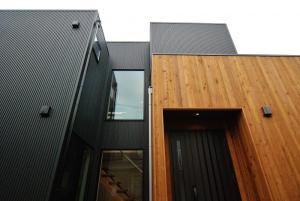 −黒いハコと木の家−<br /> 施工例 新規登録しました